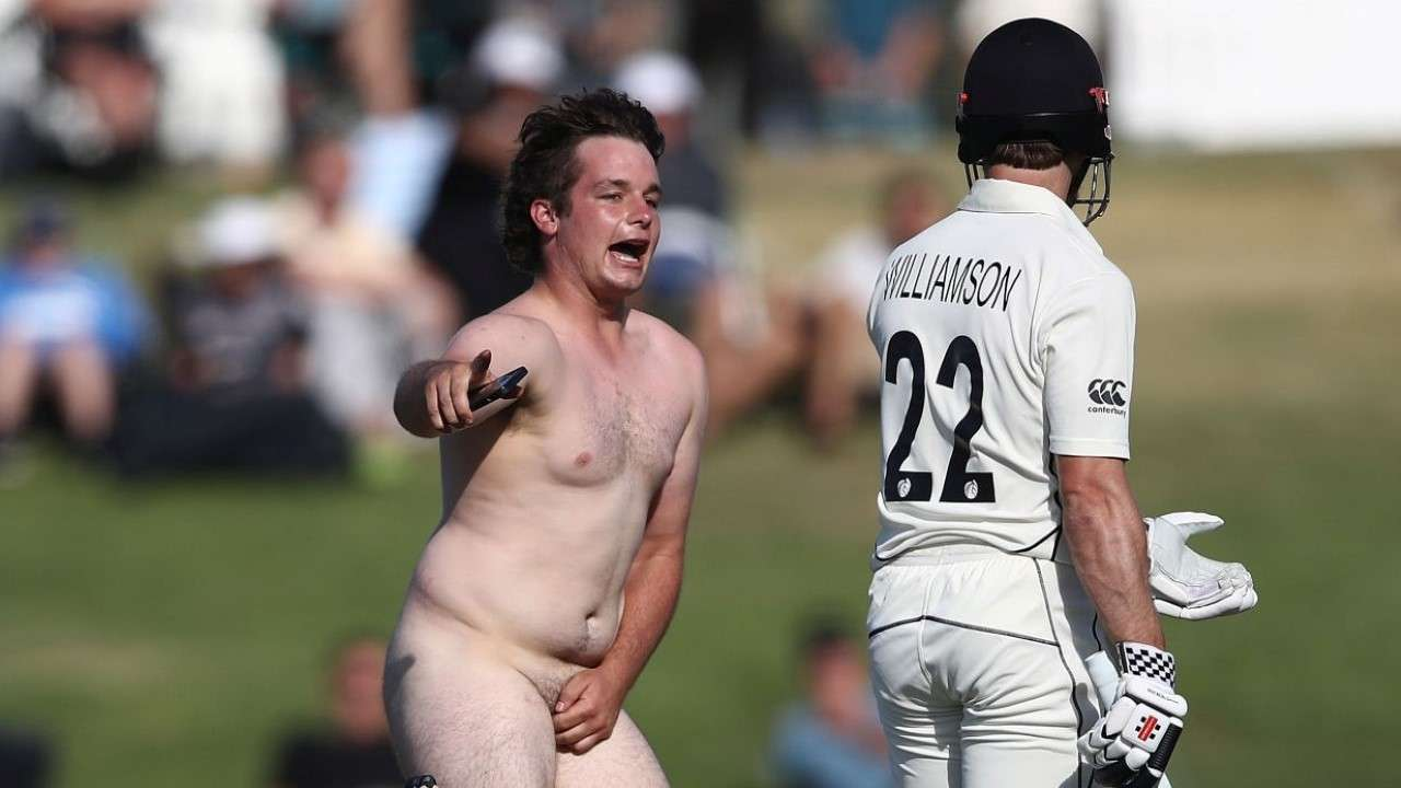 Naked Man in Pakistan vs New Zealand Test Match